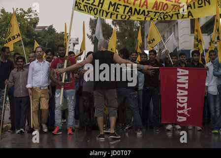 Athens, Greece. 17th June, 2017. Leftists, anarchists, anti-racism organization members and migrants march in the - Stock Photo