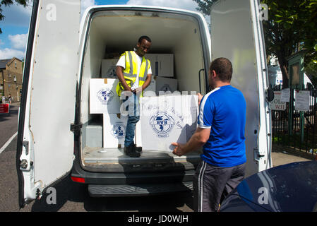 London, United Kingdom. 17th June 2017. Volunteers help distribute items to help those affected by the fire at Grenfell - Stock Photo