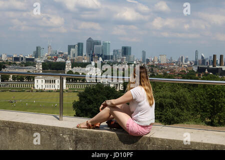 London, UK. 18th June, 2017. Sun worshippers enjoying the sunshine in Grennwich Park on a hot sweltering day as - Stock Photo