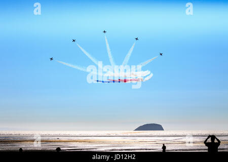 Weston-Super-Mare, England, UK. 17th June, 2017. People watching RAF Red Arrows fan out in formation over Weston - Stock Photo