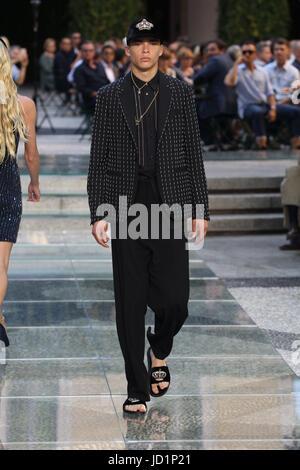 Dolce & Gabbana Milan Spring Summer Model short blonde ...