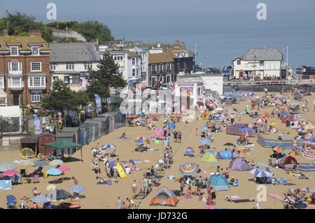 Broadstairs, Kent.  18 June 2017.  People make the most of the sun at Viking Bay, Broadstairs, on one of the hottest - Stock Photo