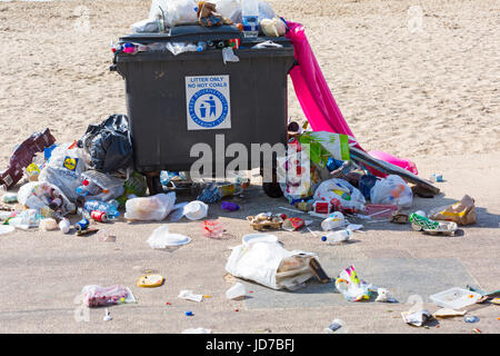 Bournemouth, Dorset, UK. 19th June, 2017. UK weather: another hot sunny day at Bournemouth beaches. Lovely beaches, - Stock Photo