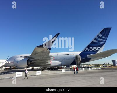 Le Bourget, France. 19th June, 2017. dpatop - An Airbus A380 with a model of the new, larger, bended wings ('A380plus') - Stock Photo