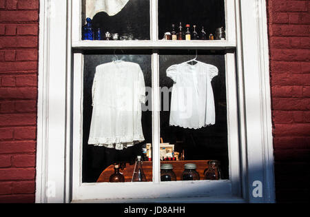 Vintage white baby dresses in an antique store window, Lancaster County, Strasbourg, Pennsylvania, USA, PA historic - Stock Photo
