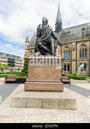 Robert Burns statue at The McManus art gallery and museum in Albert Square Dundee Tayside Scotland UK - Stock Photo
