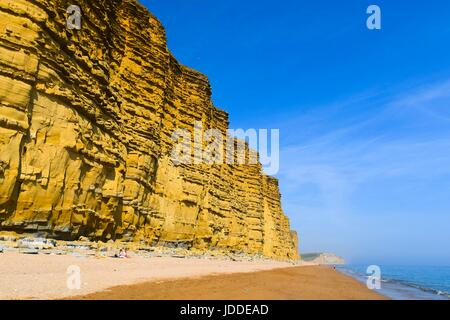 West Bay, Dorset, UK. 19th June, 2017. UK Weather. The famous East Cliff which featured in the ITV crime drama Broadchurch - Stock Photo