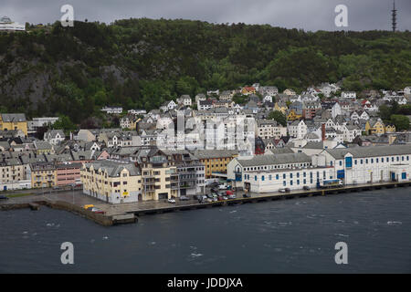 Alesund, Norway. 20th June, 2017. Grey and Dismal start in Alesund Norway as the forecast is for 10C with heavy - Stock Photo