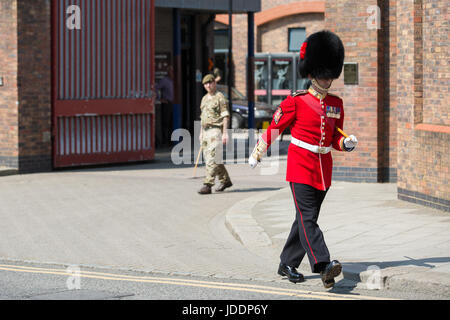 Windsor, UK. 20th June, 2017. A Coldstream Guard marches out of the Victoria Barracks in advance of the changing - Stock Photo