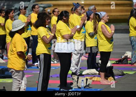 Trafalgar Square, London, UK. 20th June 2017. People in Trafalgar Square at the International Day of Yoga organised - Stock Photo