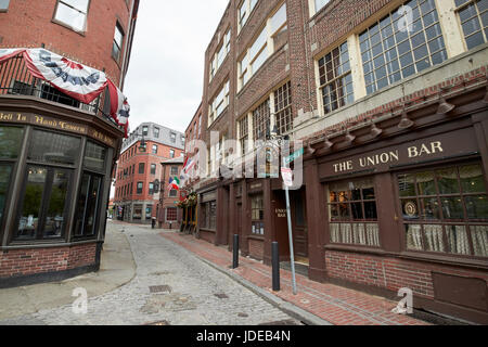 narrow cobbled marshall street between the bell in hand tavern and ye olde union oyster house original Boston USA - Stock Photo
