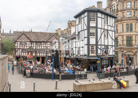 People eating and drinking outside The Old Wellington Inn and Sinclair's Oyster Bar, Manchester city centre, England, - Stock Photo