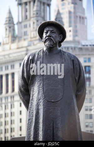 Statue of Lin Ze Xu chinese Ching Dynasty pioneered fight against drugs, Chatam Square, Chinatown, New York - Stock Photo