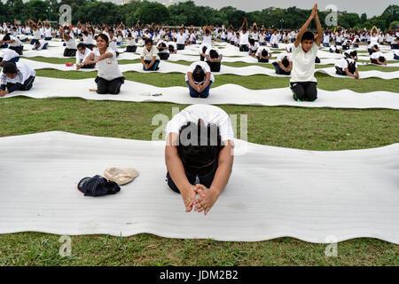 Kolkata, west bengal, India. 21st June, 2017. Kolkata, West Bengal, India : On 21st June, International Yoga day, - Stock Photo