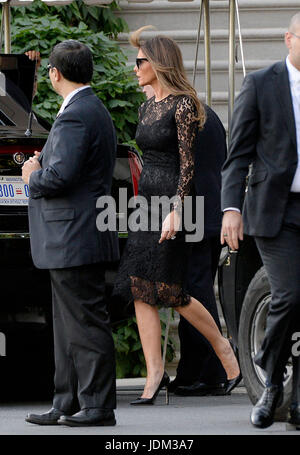 United States President Donald J. Trump (not pictured) and First Lady Melania Trump depart the White House en route - Stock Photo
