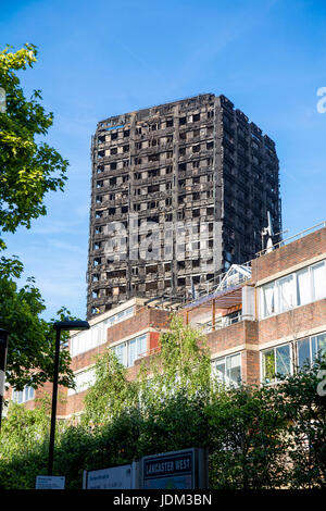 London, UK. 20th June 2017 - On 14 June 2017 Grenfell Tower, a 24-storey high tower block of public housing flats - Stock Photo
