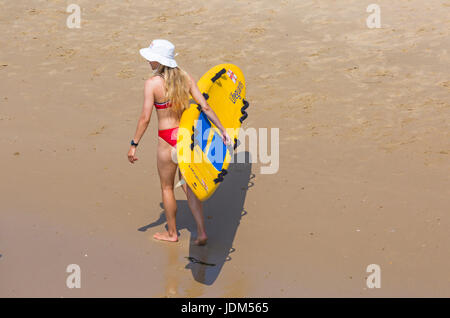Bournemouth, Dorset, UK. 21st June, 2017. UK weather: another hot sunny day at Bournemouth beaches as temperatures - Stock Photo
