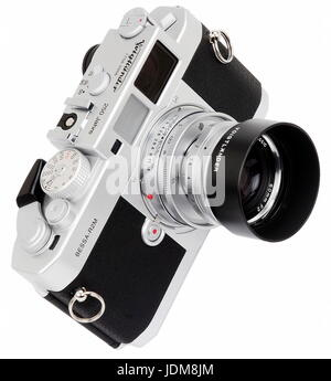 AJAXNETPHOTO. JAPAN. VOIGTLANDER BESSA-R2M 250 JAHRE SPECIAL EDITION 35MM RANGEFINDER FILM CAMERA FITTED WITH 50MM - Stock Photo