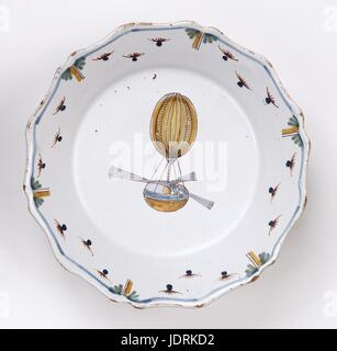 Made in Nevers  Blainville engineer's balloon   Polychrome faience with curved edging (diameter 23 cm)  Muller-Quênot - Stock Photo