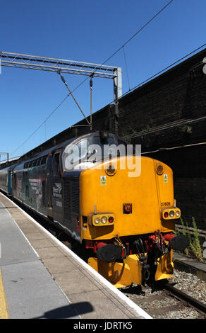 English Electric type 3 diesel electric locomotive 37 609 in Direct Rail Services livery with a special train in - Stock Photo
