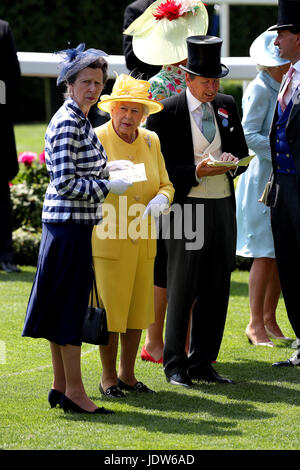 Her Majesty The Queen (centre) and Anne, Princess Royal (left) with John Warren (right) in the parade ring during - Stock Photo