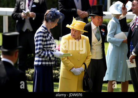 Her Majesty The Queen (centre) and Anne, Princess Royal (left) in the parade ring during day two of Royal Ascot - Stock Photo