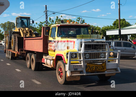 Truck carrying digger on Stuart Highway north of Alice Springs. Northern Territory, Australia. - Stock Photo