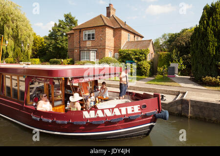 A boat in Shiplake Lock, on the River Thames, Oxfordshire England UK - Stock Photo
