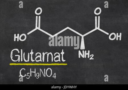 Schiefertafel mit der chemischen Formel von Glutamat - Stock Photo
