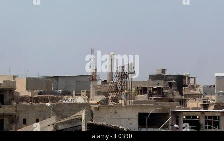 Mosul. 7th May, 2017. The minaret of Great Mosque of al-Nuri is seen from the liberated neighborhood in western - Stock Photo