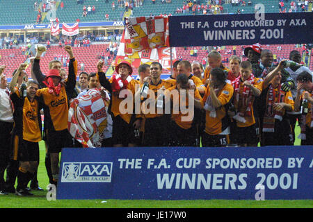 LIVERPOOL CELEBRATE FA CUP WIN ARSENAL V LIVERPOOL MILLENIUM STADIUM CARDIFF WALES 12 May 2001 - Stock Photo