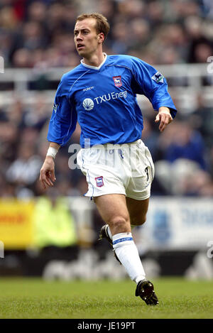 JAMIE CLAPHAM IPSWICH TOWN FC ST JAMES PARK NEWCASTLE 16 March 2002 - Stock Photo