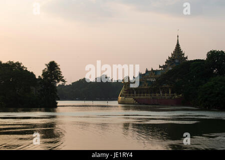 Karaweik or Karaweik Hall is on the eastern shore of Kandawgyi Lake, Yangon, Burma. - Stock Photo