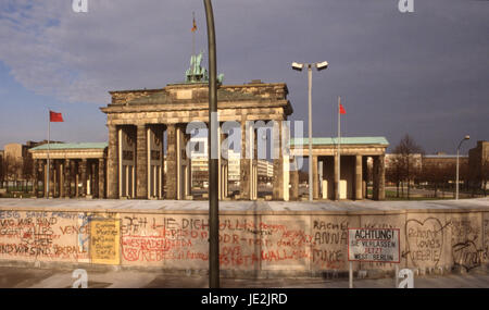 Brandenburger tor 1987, Brandenburg gate 1987, with the TV tower seen through an arch - Stock Photo