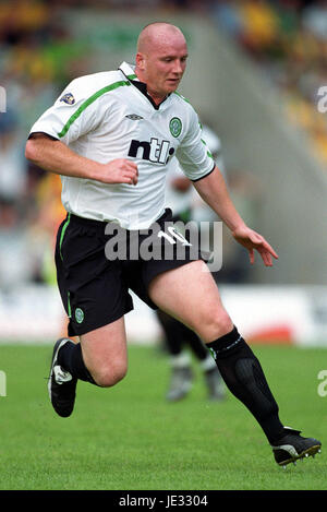 JOHN HARTSON GLASGOW CELTIC FC FIRHILL STADIUM GLASGOW SCOTLAND 24 August 2002 - Stock Photo