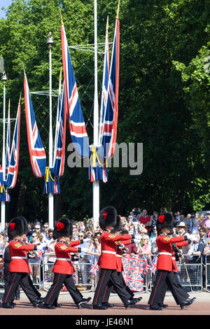 1st Battalion, Coldstream Guards marching down The Mall for Trooping the colour - Stock Photo