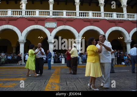 Mexico, Yucatan, Merida, capital, space of the independence, city hall, Palacio Municipal, dance couples, - Stock Photo