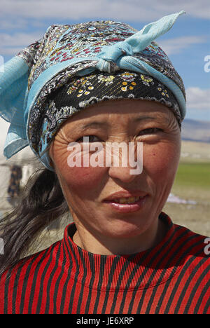 Mongolia, extreme west province, Bayan Olgii province, Tsambagarav national park, Kasachen, nomad support, woman, - Stock Photo