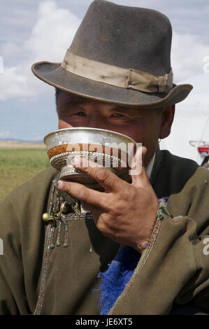 Mongolia, Central Asia, Arkhangai province, steppe, nomad drinks fermented mare's milk 'Airag' from traditional - Stock Photo