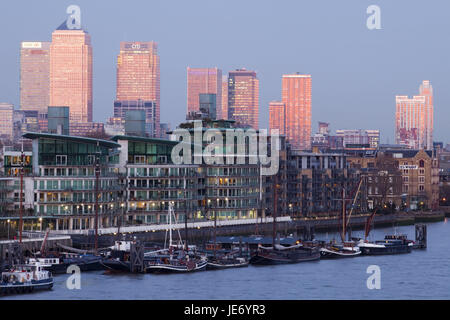 England, London, dock country, Canary Wharf, harbour, boats, UK, GB, part of town, houses, high rises, office buildings, - Stock Photo