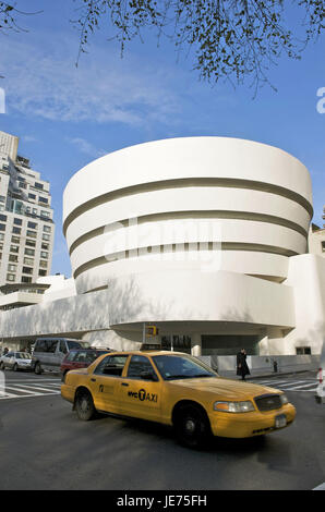 The USA, America, New York, Manhattan, home Guggen museum, taxi in the foreground, - Stock Photo