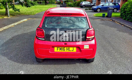 Ashbourne, UK. 22nd Jun, 2017. A car inconsiderately parked in the middle of the road all day by it's owner obstructing - Stock Photo