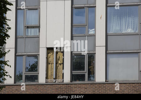 London, UK. 23rd June, 2017. A cladding panel is removed for testing at Dorney Tower on the Chalcots Estate in Camden, - Stock Photo