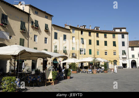 Italy, Tuscany, Lucca, Piazza del Mercato with street cafes, - Stock Photo