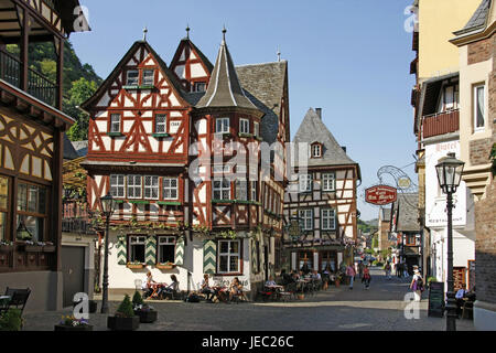 Germany, Rhineland-Palatinate, Bacharach on the Rhine, inn, outside, tourists, wine tavern, Old Town, half-timbered - Stock Photo