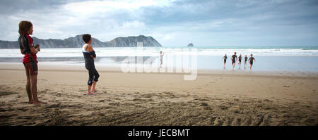 Family groups playing games on the beach tolaga mr - Stock Photo
