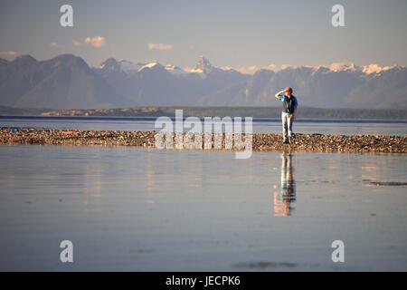 Canada, British Columbia, Vancouver Iceland, Strait of Georgia, Miracle Beach, beach, coast, stroller, view, - Stock Photo