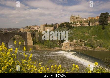 Spain, region of Kastilien-La Mancha, Toledo, view at San Juan de off Reyes and Puente San Martin, - Stock Photo