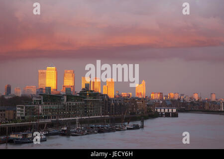 England, London, dock country, Canary Wharf, skyscraper, residential houses, the Thames, Abenrot, town, architecture, - Stock Photo