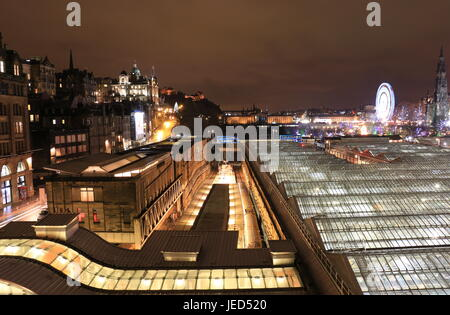 Night view of Waverley station Edinburgh - Stock Photo